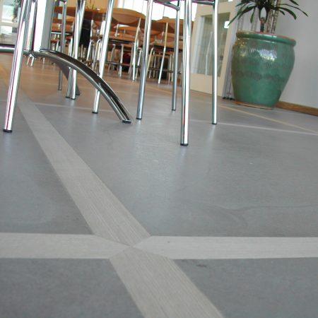 Poleret designgulv som poleret betongulv med trælister